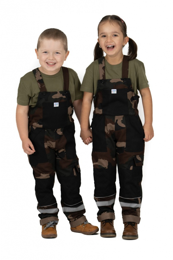 Detské montérky s trakmi maskáčové s čiernymi vreckami (9811)